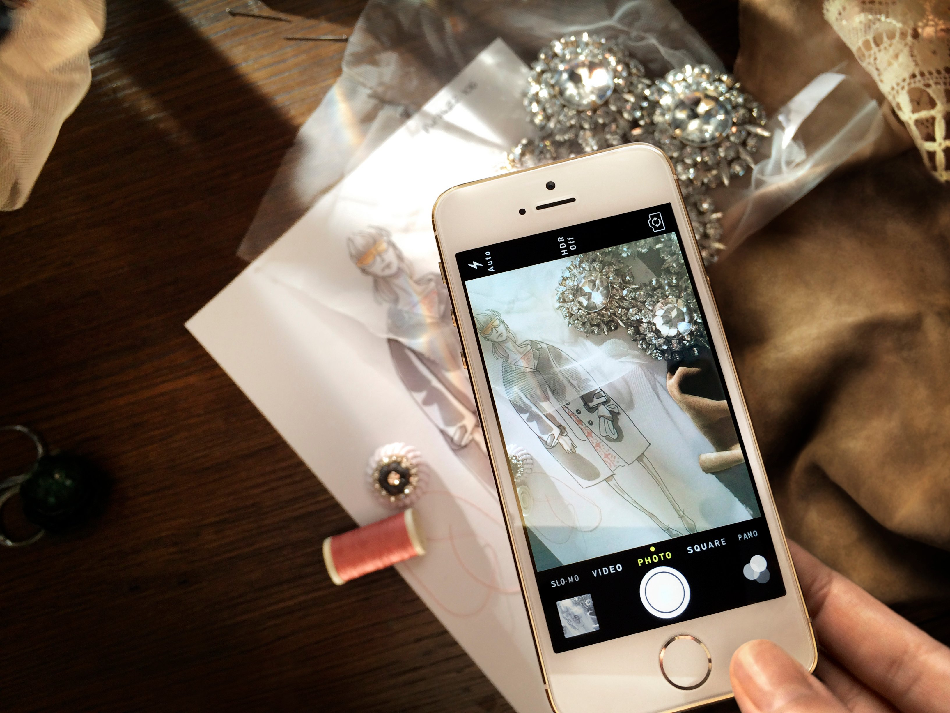 Iphone 5s To Take Center Stage On Burberry S Spring Summer