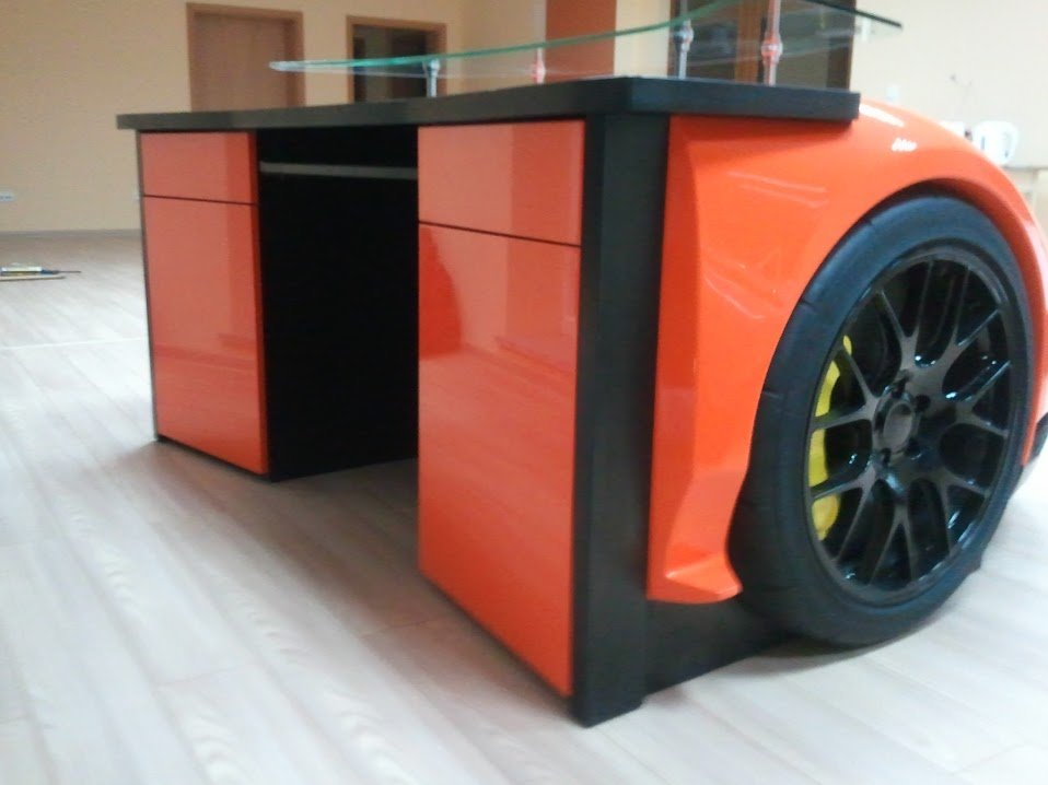 Drive your workdays with the Lamborghini Murcielago desk -