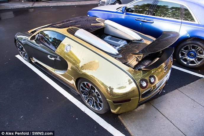 Gold Bugatti Veyron of a Saudi millionaire makes crowds go ...