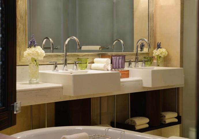 ritz-auh-bathroom