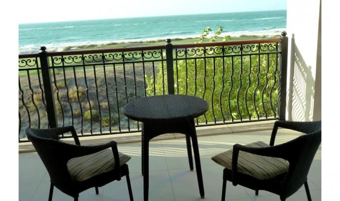 st-regis-sadiyat-superior-room-balcony