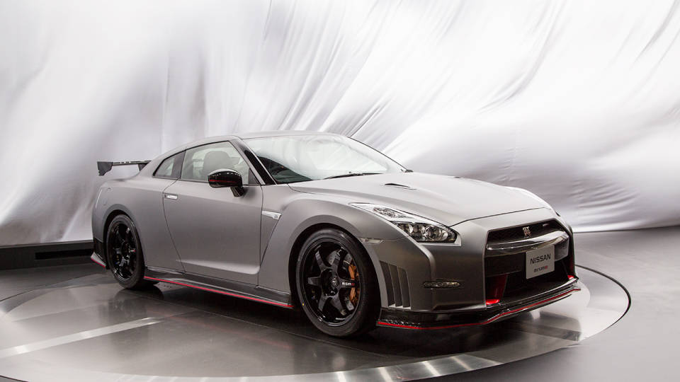 2015 nissan gt r nismo packs 600hp laps n rburgring in 7 08. Black Bedroom Furniture Sets. Home Design Ideas
