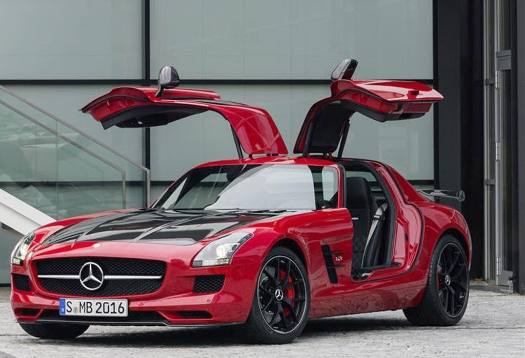 mercedes benz sls amg gt final edition is the gull winged sports car s last hurrah. Black Bedroom Furniture Sets. Home Design Ideas