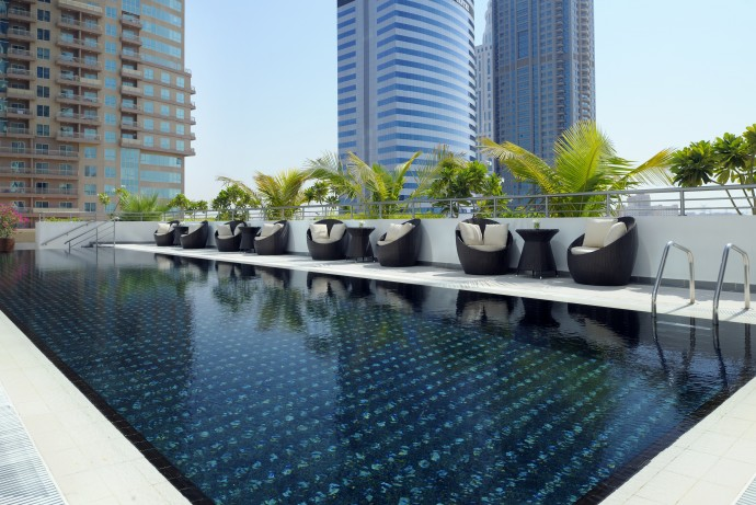 movenpick-swimming-pool