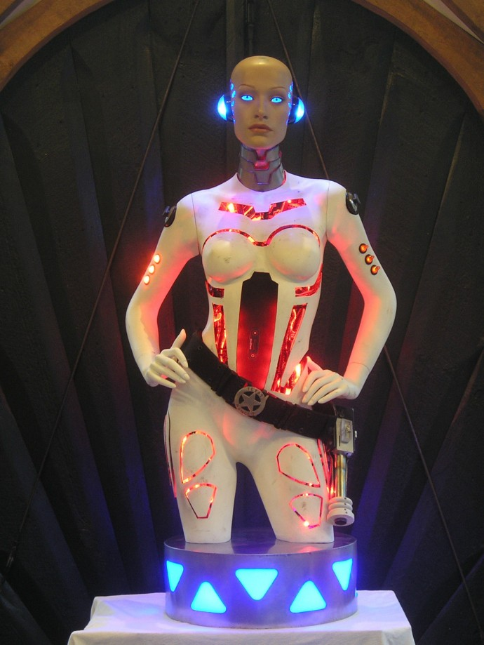 robotic-lady-iphone-dock-1