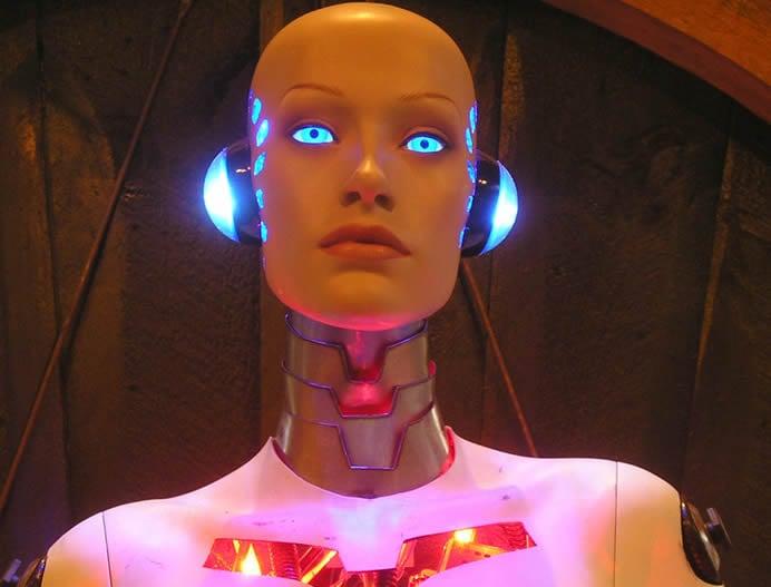 robotic-lady-iphone-dock-2