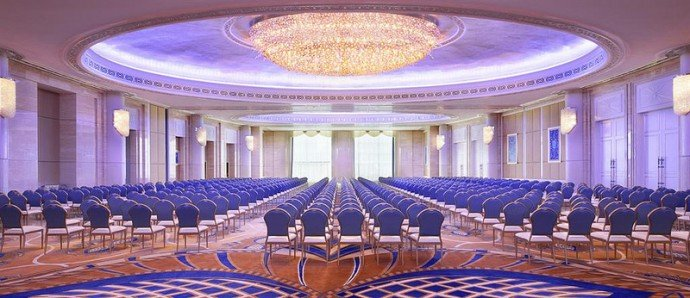 st-regis-abu-dhabi-al-mudhaif-ballroom-theatre