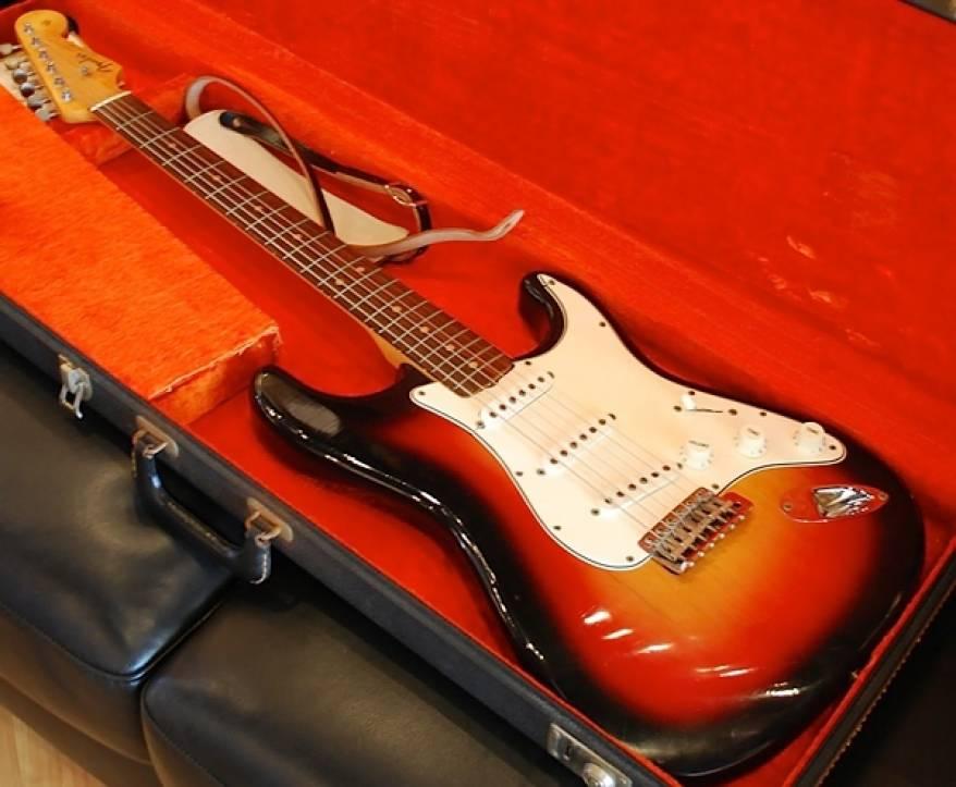 bob-dylans-guitar