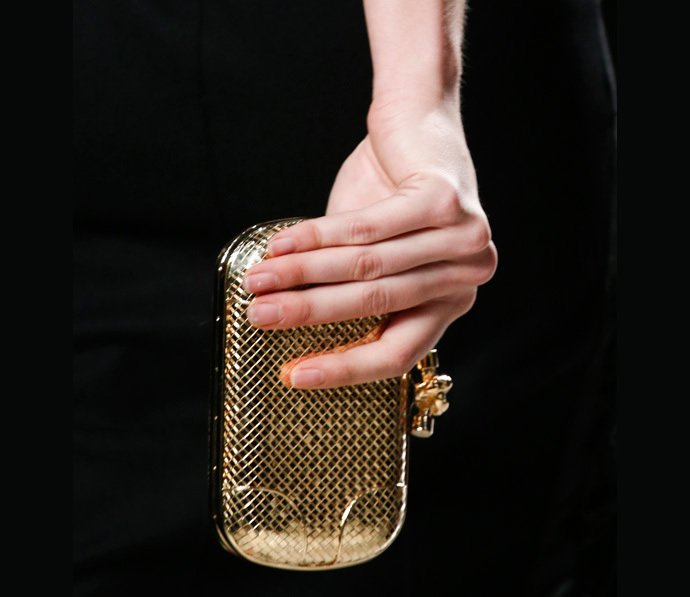 bottega-veneta-s-knot-clutch-gold-2