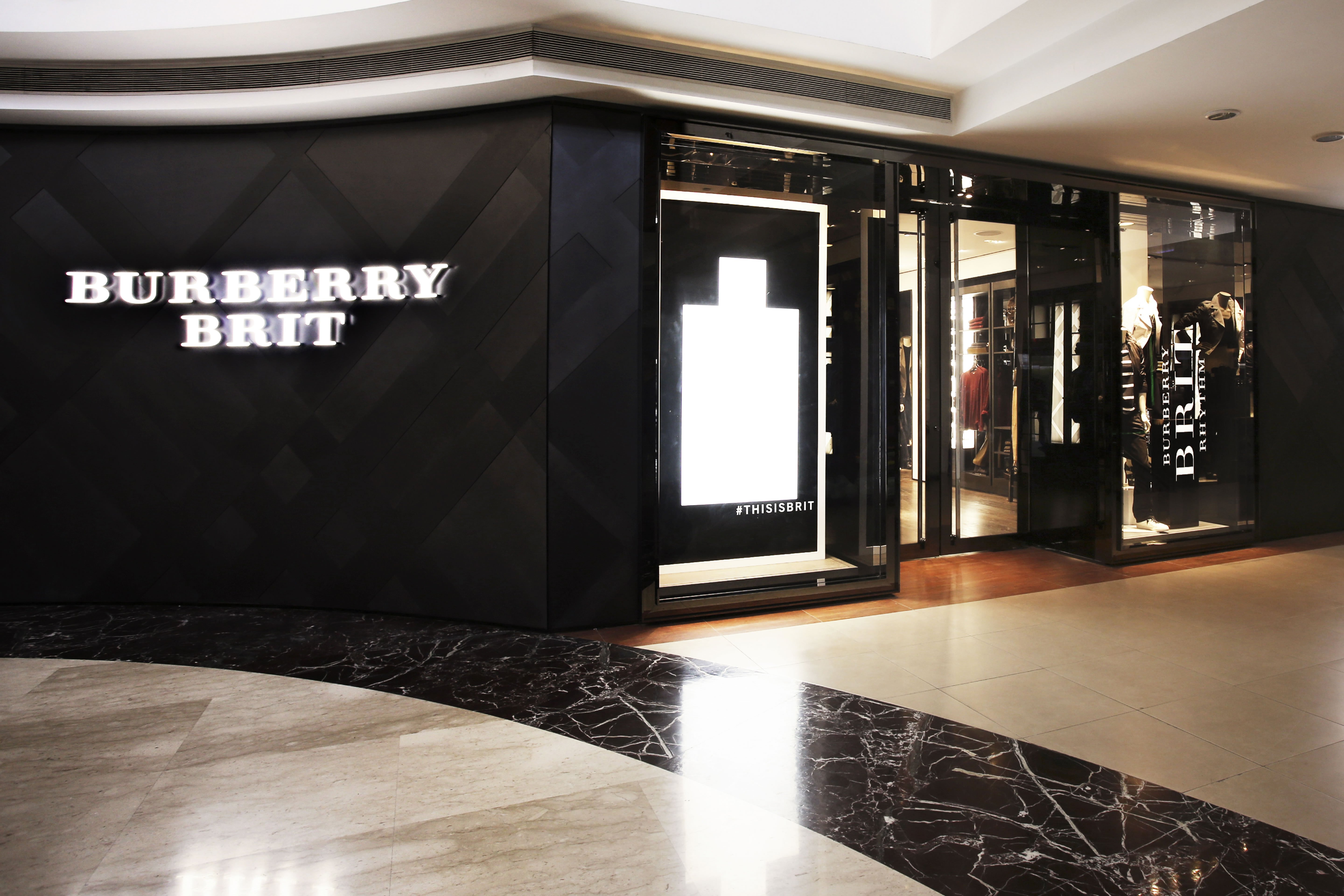 Burberry Brit Store A Milano : First burberry brit store opens in india with musical