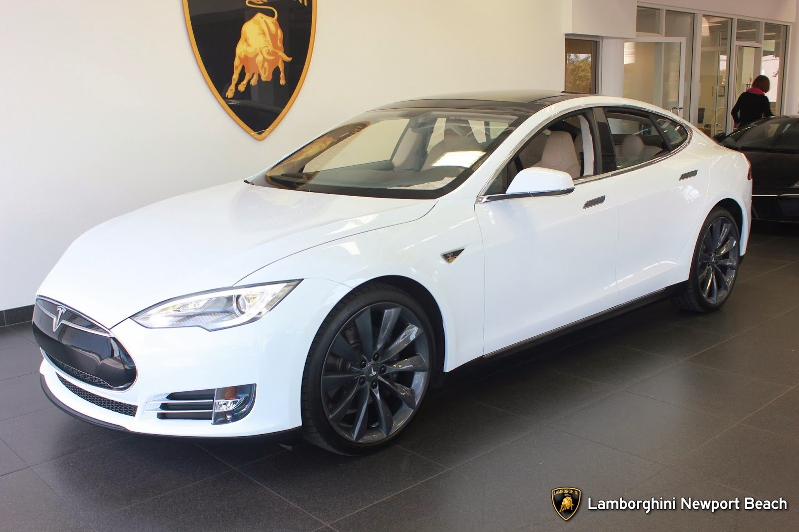 A California car dealership sells Tesla Model S with Bitcoins as payment : Luxurylaunches