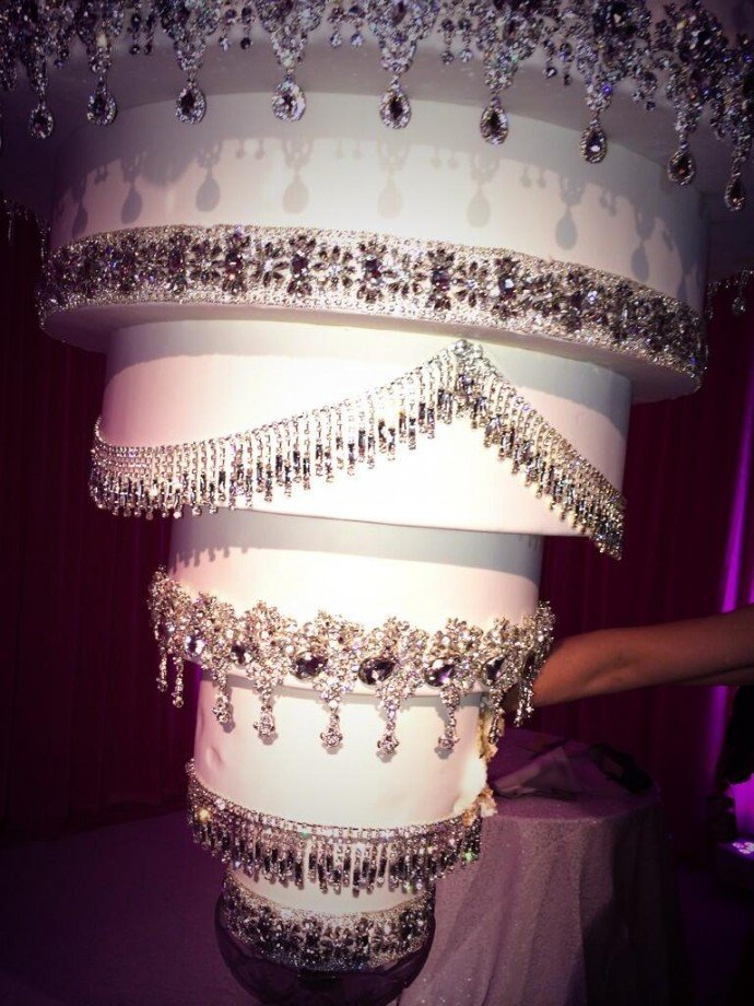 chandelier-wedding-cake-2