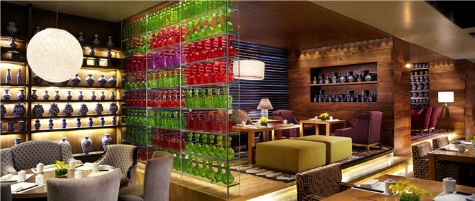 lantern-b1-indoor-dining