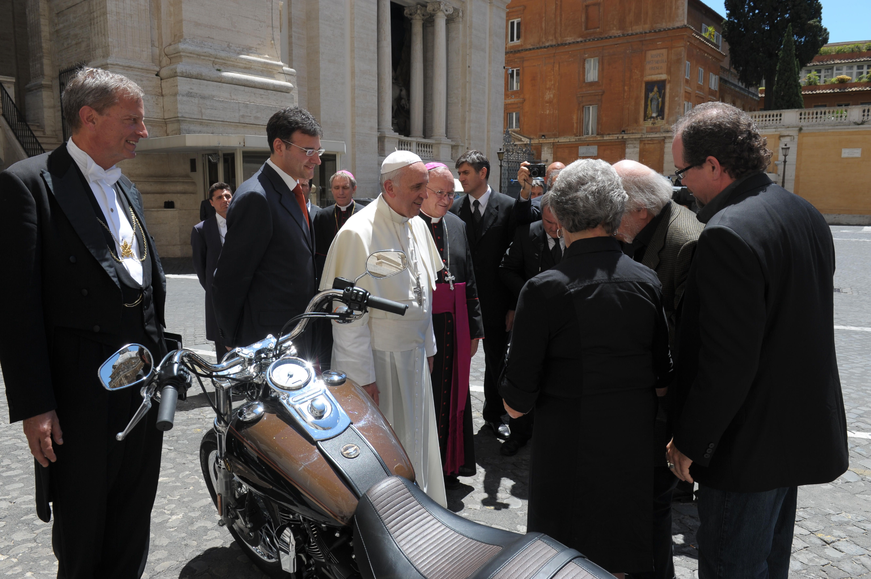 pope-francis-harley-davidson