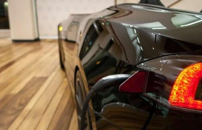 70 000 Tesla Model S Turned Into Office Desk Named Deskla