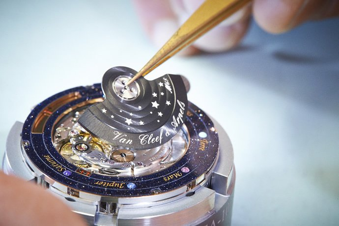 van-cleef-arpel-midnight-planetarium-poetic-complication-3