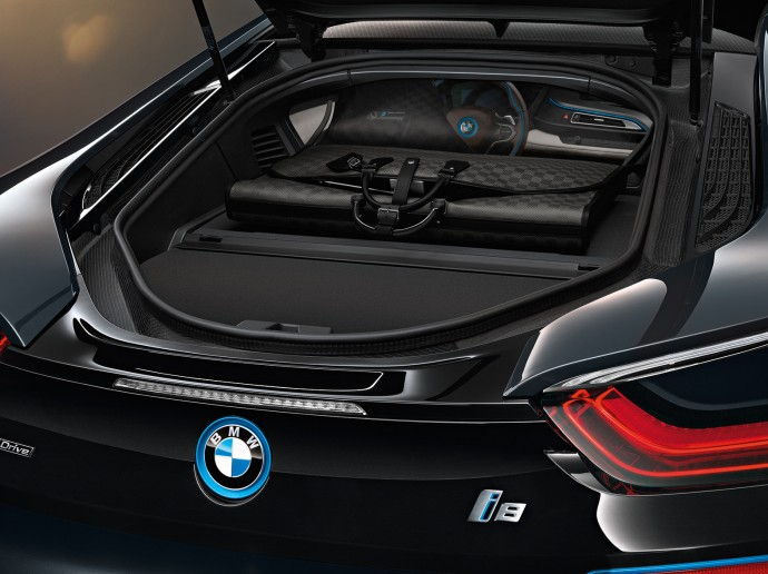 bmw-i8-louis-vuitton-bags-5