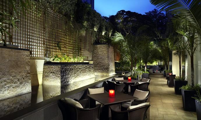 the-lantern-al-fresco-dining-area