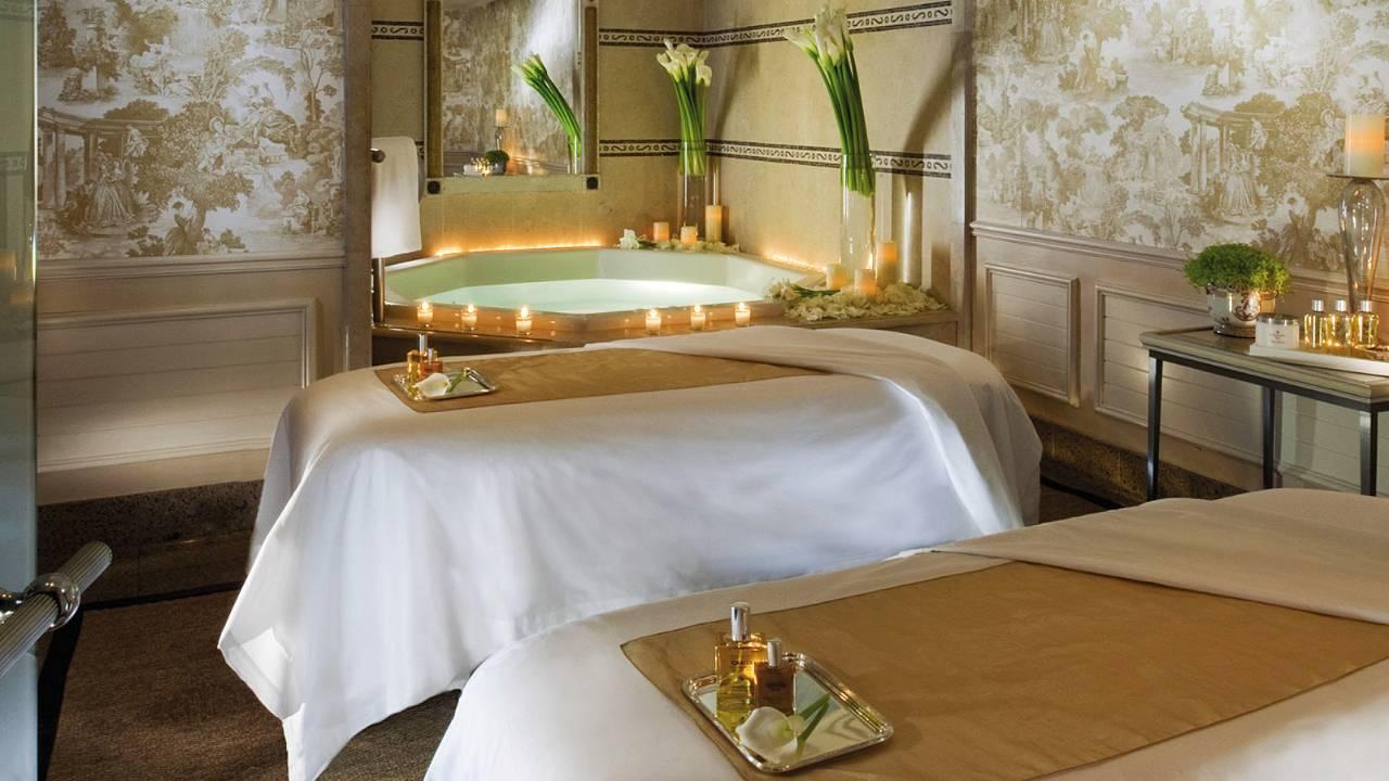 Top 5 Must Do Luxury Experiences In Paris