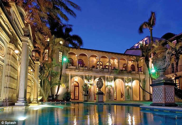 gianni-versaces-miami-mansion-2