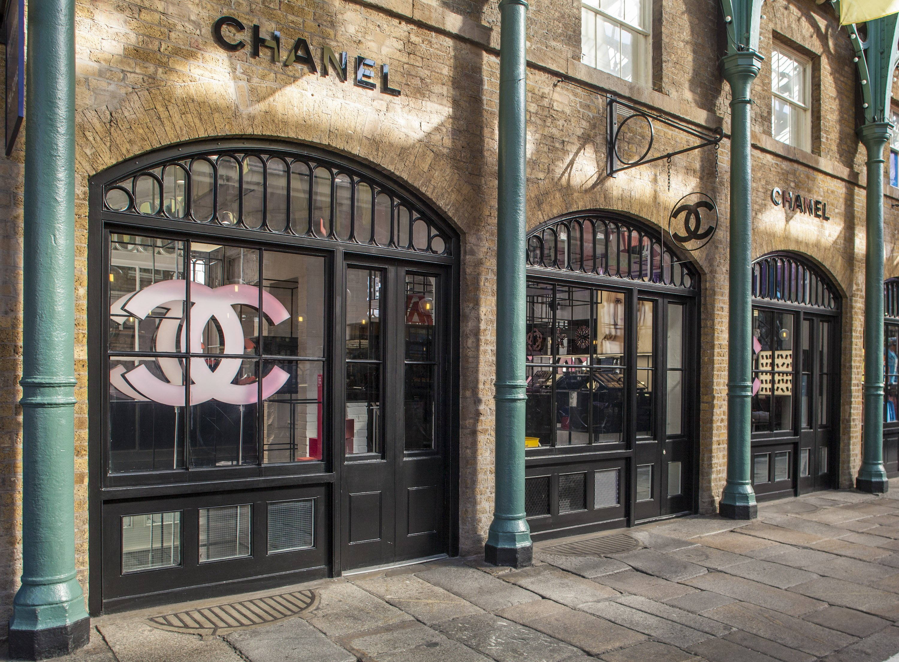 Chanel Pop Up Store Offers Bridal Beauty Services In