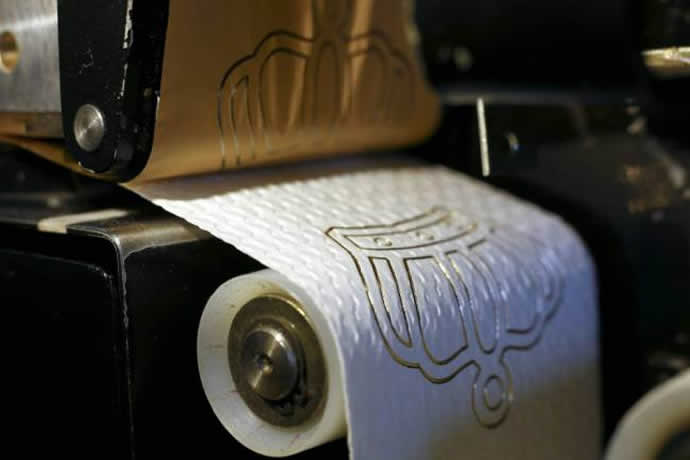 gold-embossed-toilet-paper-1