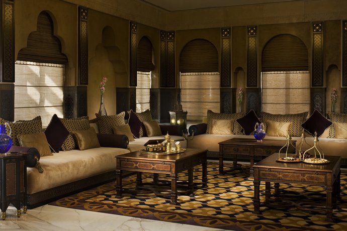 Jetway hotel can be wheeled up to a private jet in qatar for Villa majlis interior design