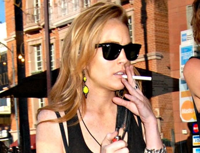 lindsay-lohan-e-cigarette