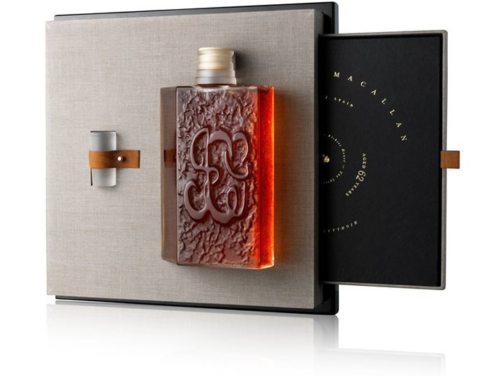 macallan-lalique-fifth-decanter-in-six-pillars-collection-2
