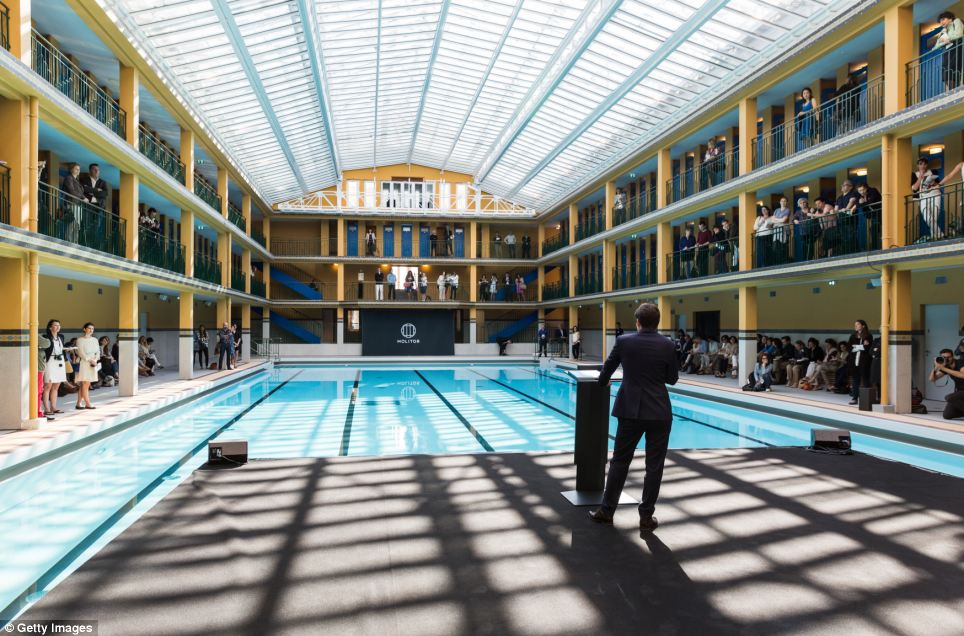 Iconic parisian swimming pool that gave birth to the for Piscine parisienne