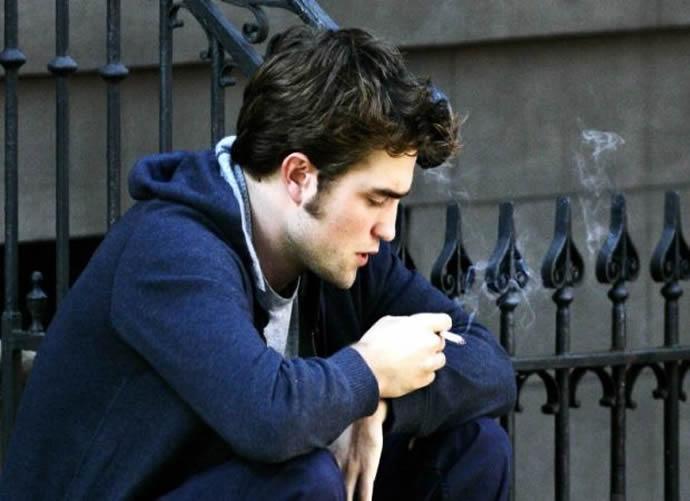Robert Pattinson Vaping