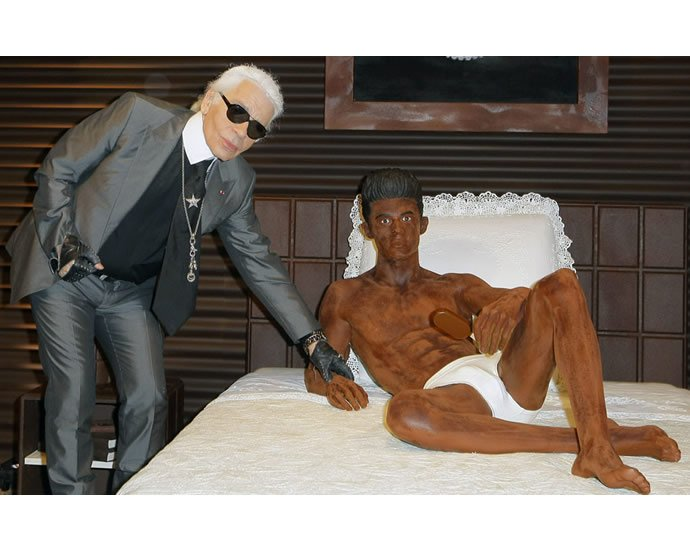 karl-lagerfeld-sculpture-11