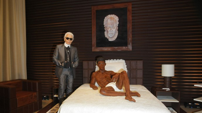 karl-lagerfeld-sculpture-2