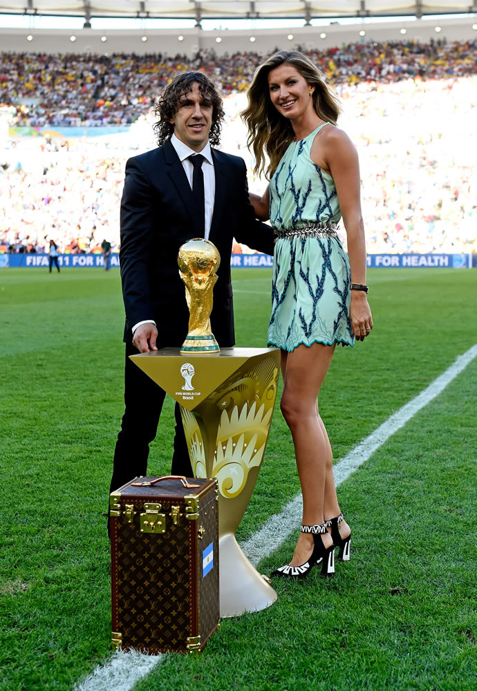 louis-vuitton-fifa-world-cup-trunk-2
