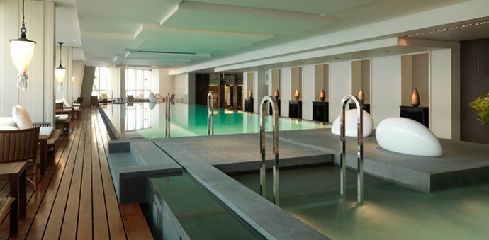 Check out the 5 highest hotels in the world - Shanghai infinity pool ...