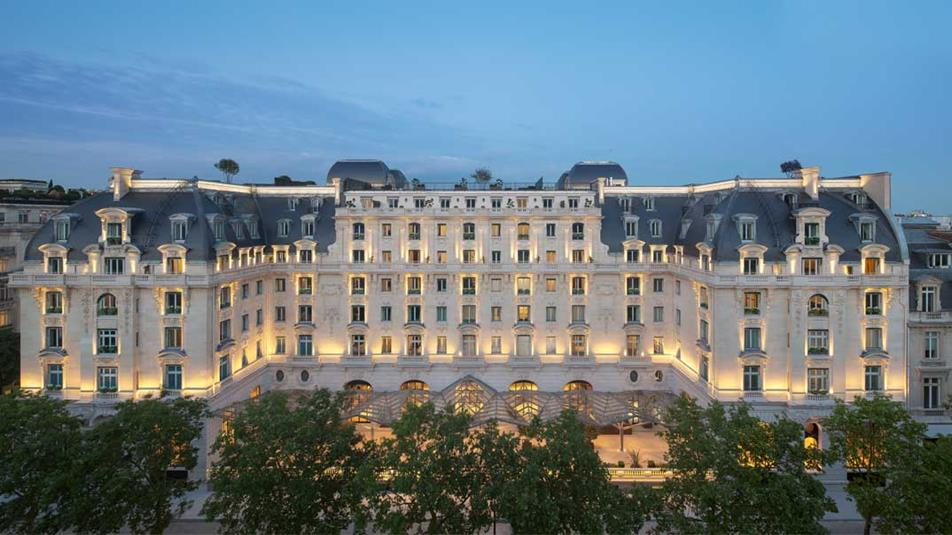 Renaissance of a modern day palace the peninsula paris for Top hotel france