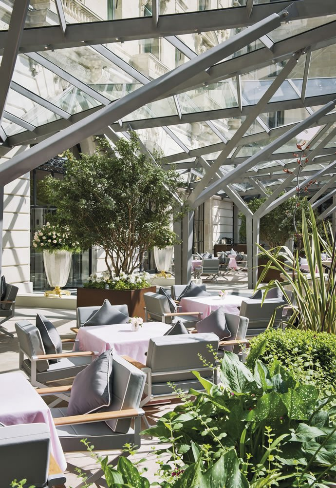 Renaissance of a modern day palace the peninsula paris - Les plus belles terrasses de maison ...