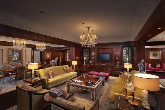 the-leela-palace-udaipur-maharaja-suite-living-room
