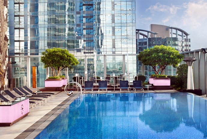 12 best hotel pools in the world from gold plating to for Swimming pool hotel