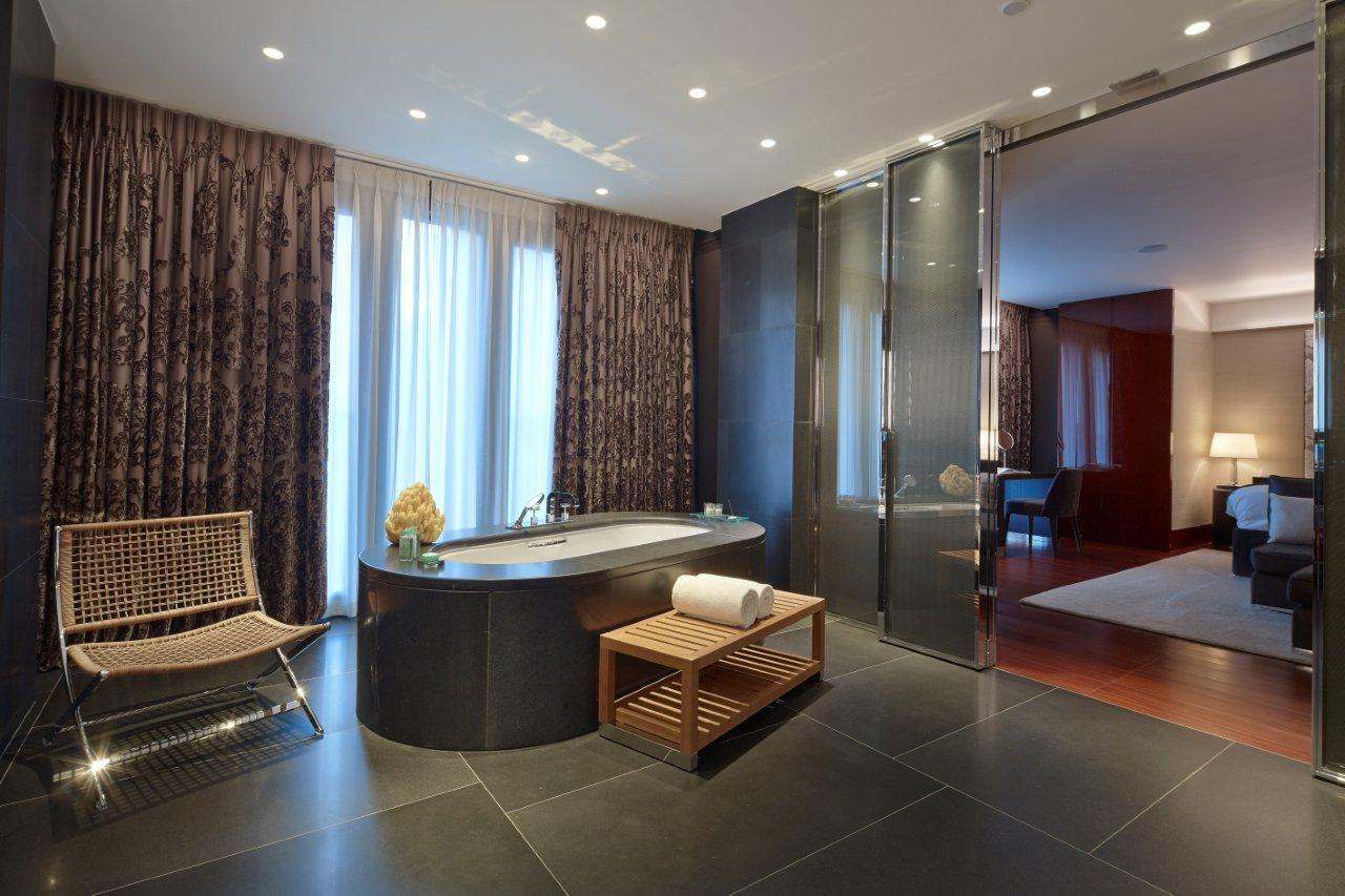 Suite of the week the bulgari suite at the bulgari hotel for Bathroom interior design london