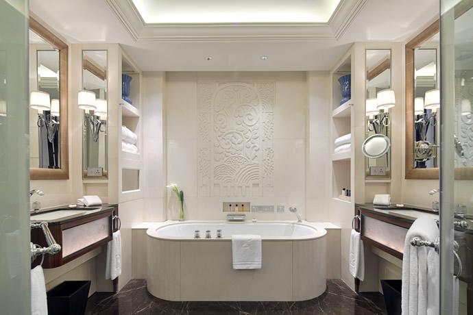 deluxe-room-bathroom