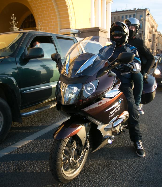 kempinski-bmw-motorcycle-taxi-service-2
