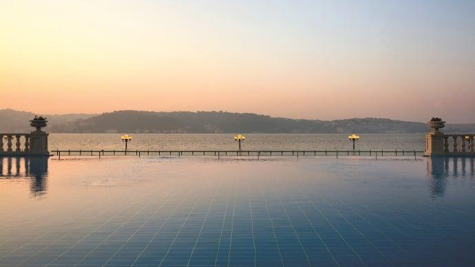 outdoor-infinity-pool-2