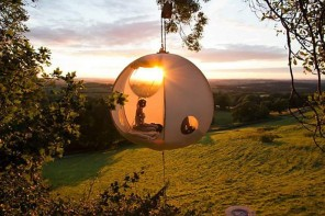 Hang out in the cool new Roomoon Tents that allow you to float 3 feet above the ground!