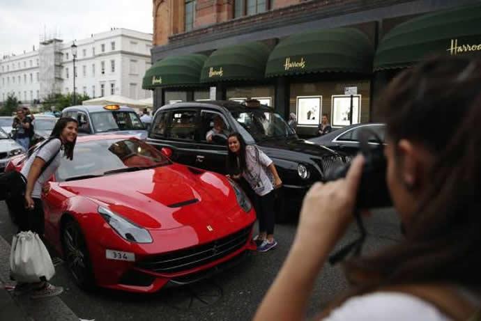 London's supercar season kicks-off as Arab-owned machines fill Knightsbridge streets : Luxurylaunches