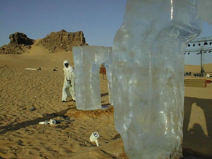 Absolut ICEBAR Sahara melting away, 2001
