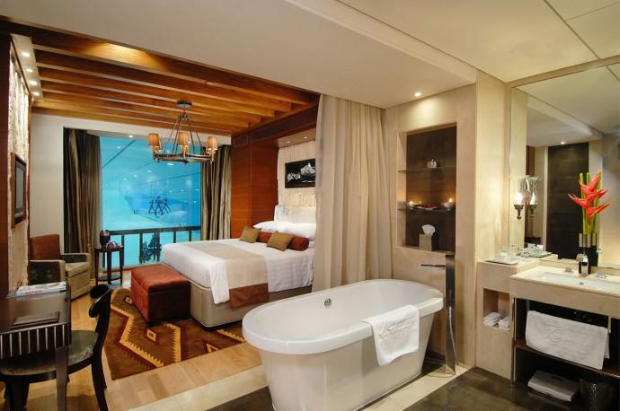 bedroom-in-grand-ski-chalet