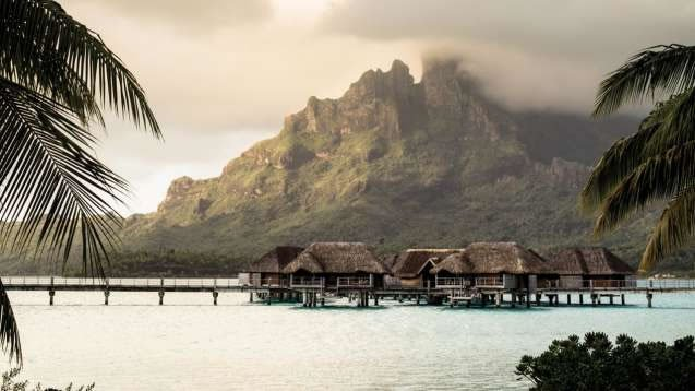 four-seasons-borabora-overwater-bungalows