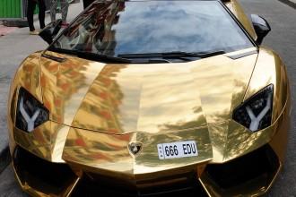 gold-lamborghini-aventador-paris-1