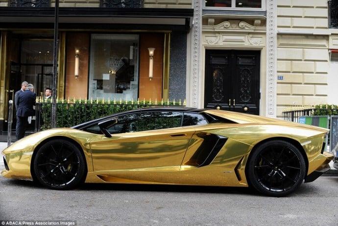 gold-lamborghini-aventador-paris-2